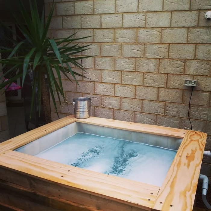 Upcycled Pallet Hot Tub